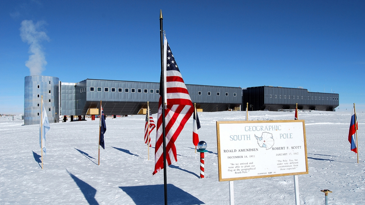 A view of Amundsen-Scott Station at the South Pole. (Credit: Dwight Bohnet/NSF)