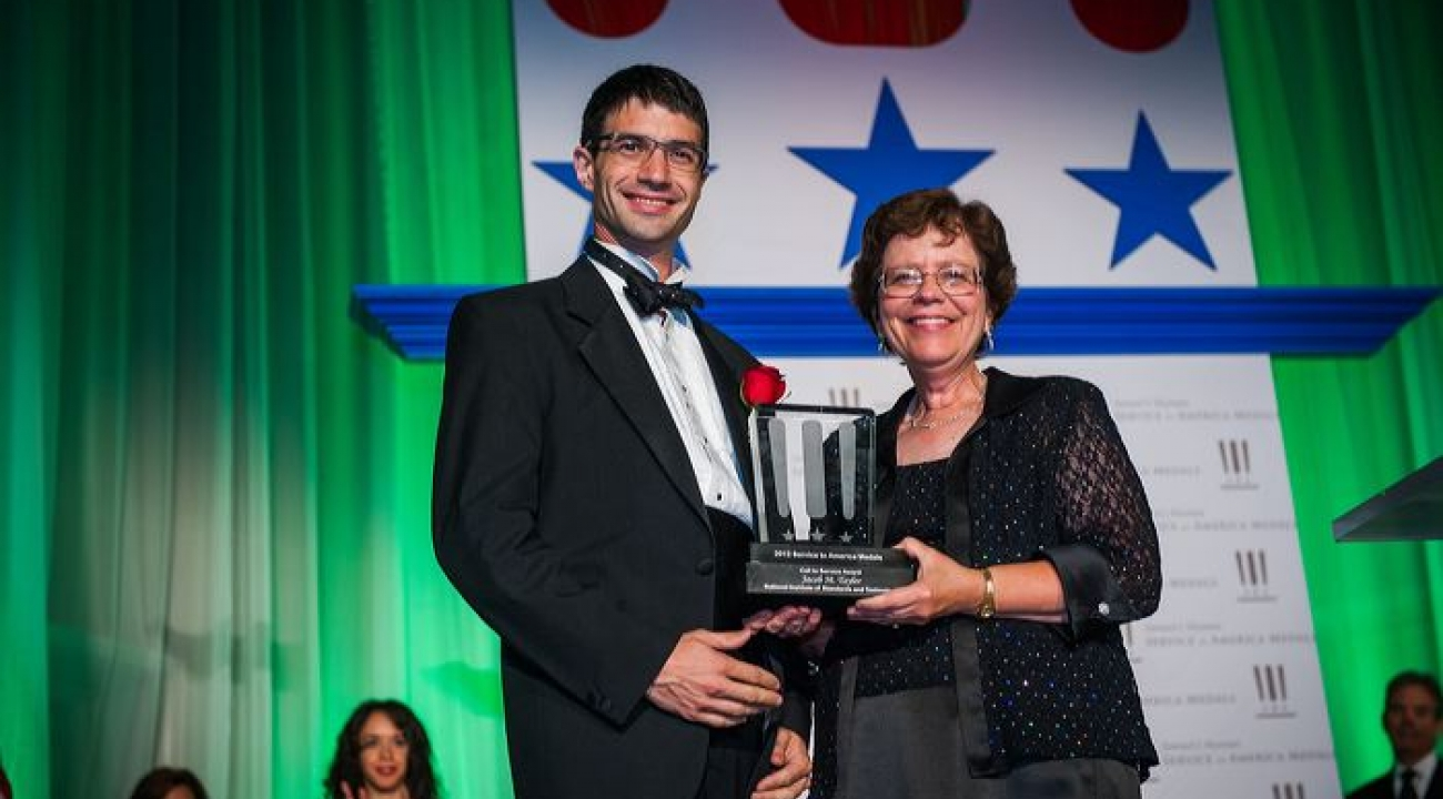 JQI Fellow Jacob Taylor receives 2012 Service to America award from US Acting Commerce Secretary Rebecca Blank.