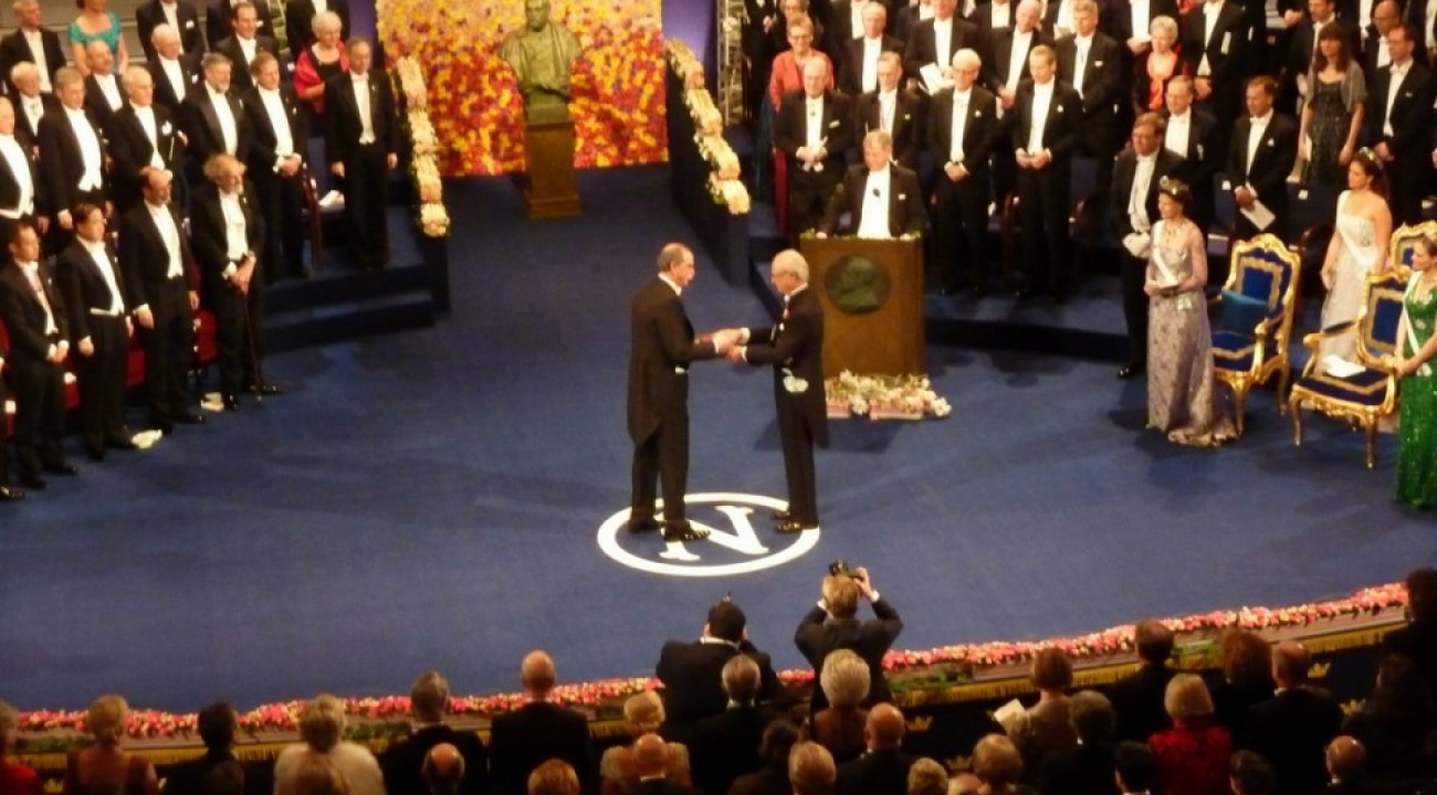 Wineland accepts Nobel Prize from King of Sweden