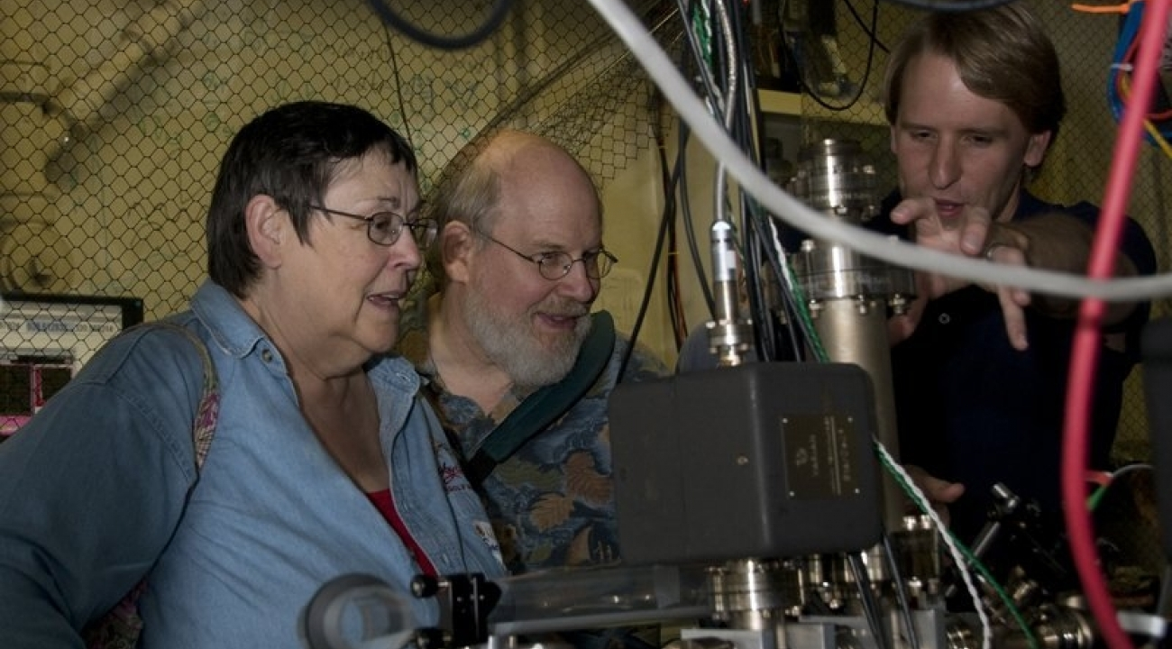 Steve Olmshenck explains an ion trap experiment, JQI