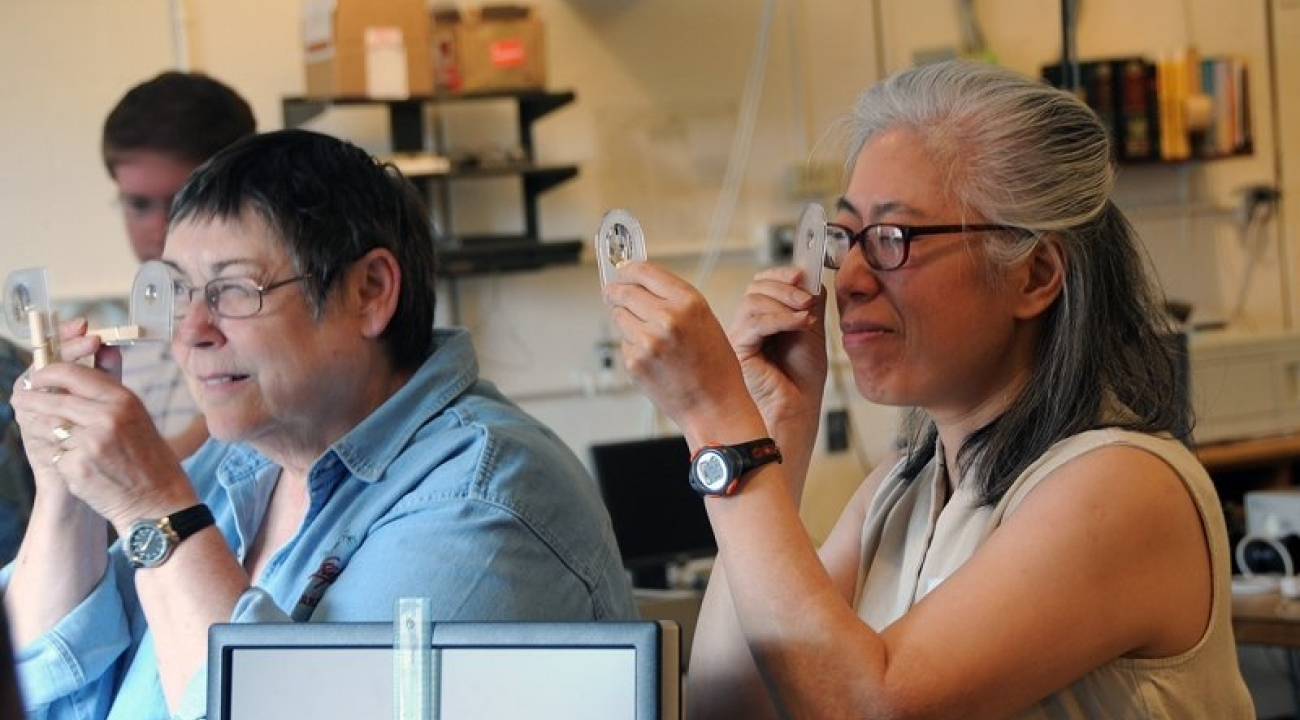 Yau-Jong Twu and Sarah Wendel focus their lenses, JQI
